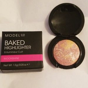 ModelCo Makeup - 5/25 bundle. ModelCo Baked Highlighter